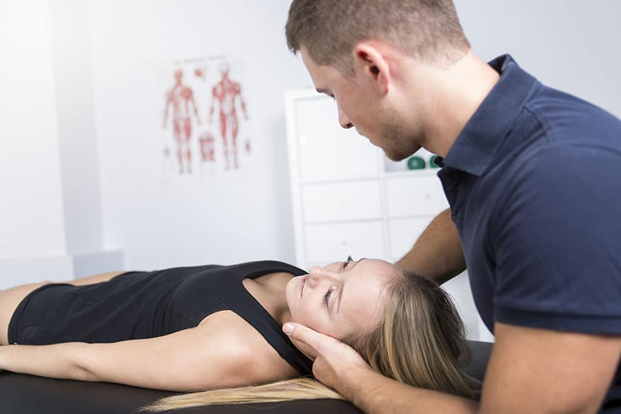Manuelle Therapie an Halswirbelsäule