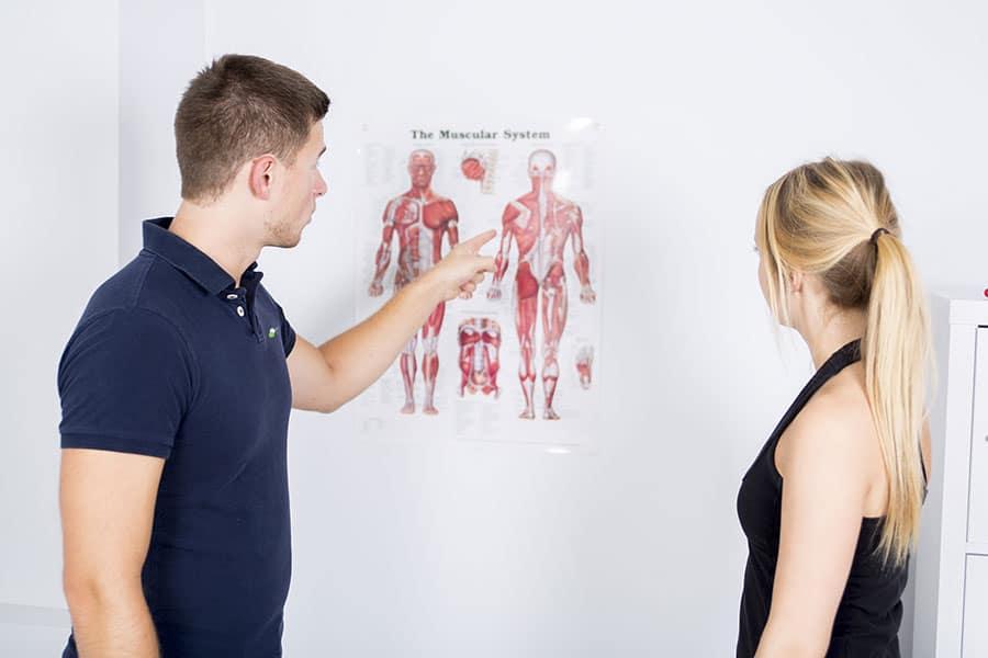 Physiotherapeut-erklaert-Symptome